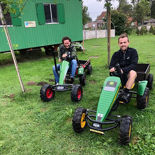 Arno en Jef op traktor